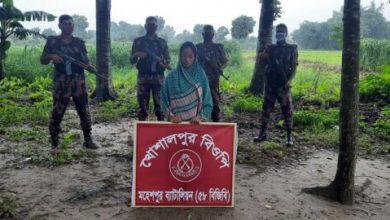 Photo of অবৈধভাবে বাংলাদেশ সীমান্ত অতিক্রমকালে ঝিনাইদহে নারী আটক