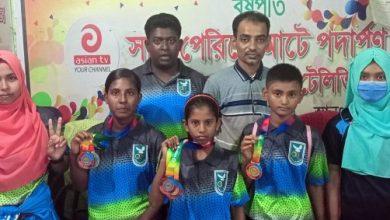 Photo of ঝিনাইদহে সাতারে সম্ভাবনার ঝিলিক/বঙ্গবন্ধু জাতীয় প্রতিযোগীতায় ১৩টি মেডেল জয়