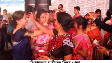 Photo of ঝিনাইদহে সিঁদুর খেলায় মেতেছিল সনাতন ধর্মাবলম্বী নারীরা