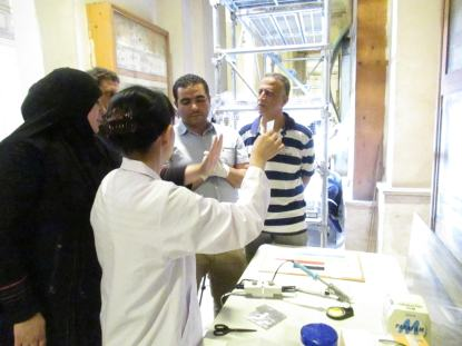 Dr. Masuda discussing with Egyptian experts the work at EM