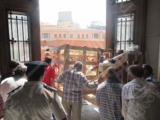 taking the chariot out of the Egyptian Museum
