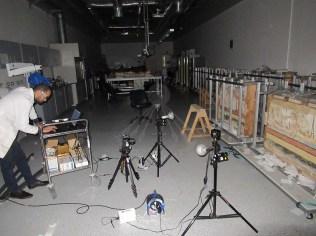 تصوير في الظلام باستخدام فلاتر ومصادر ضوء الأشعة فوق البنفسجية