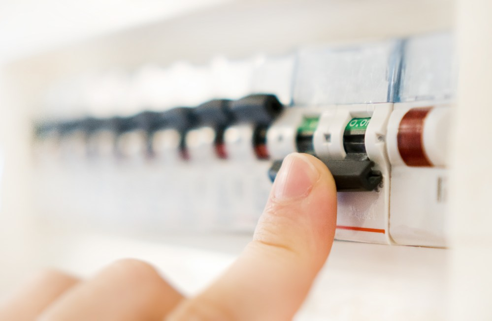 medium resolution of at the moment there s no regulation stopping anybody from using an old fuse box or forcing anybody to replace an old fuse box with a new consumer unit