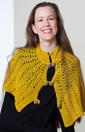 Jills Windsor capelette in Carnal from Vice Yarn
