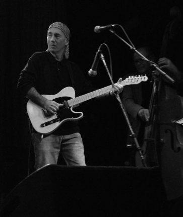 Jim playing, bw