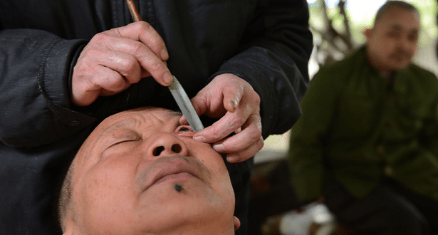 615x330_china-eye-shaving