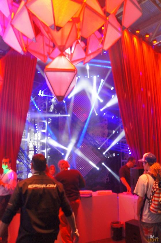 ldi2014-jimonlight-showfloor-36
