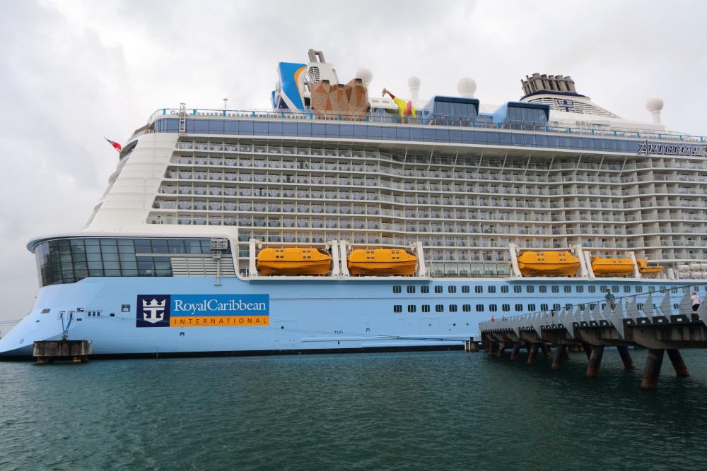 Carnival Cruise Cabins. Carnival Cruise Ship Conquest