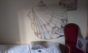 Svatojakubská výzdoba u domách při putování přes Francii