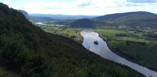 Výhled na zákrutu řeky Rhony ve Francii