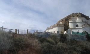 Domky ve skále ve španěském městě Guadix