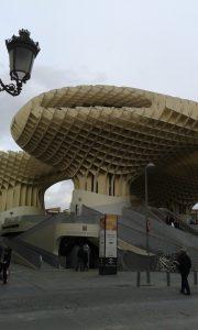 Houba ve Špnělské Seville, jež měla připomínat šišku.