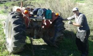 Roztlačování traktoru v jihošpanělské Andalusii
