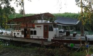 Společenská loď v Itáleské maríně