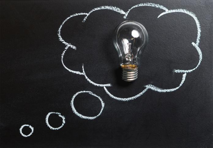 Žárovka jako nápad, inspirace, kreativita, myšlení.