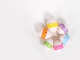 Velikonoe, velikonoční vejce, stuha, barvy, barevné vejce, puntíky