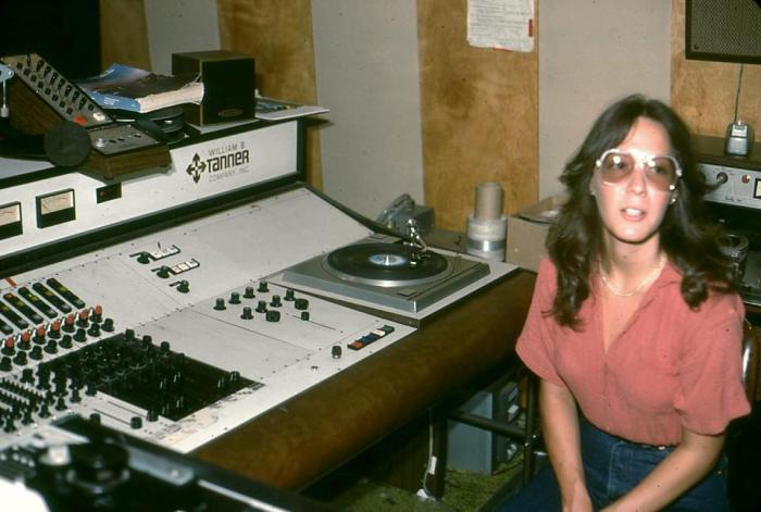 W.B. Tanner - Zangeres - Lisa Chase in tanner production studio 1982