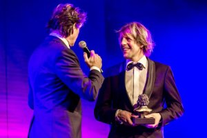 Diederick Huizinga ontvangt de Buma Award Radio-vormgeving 2016 - foto Buma
