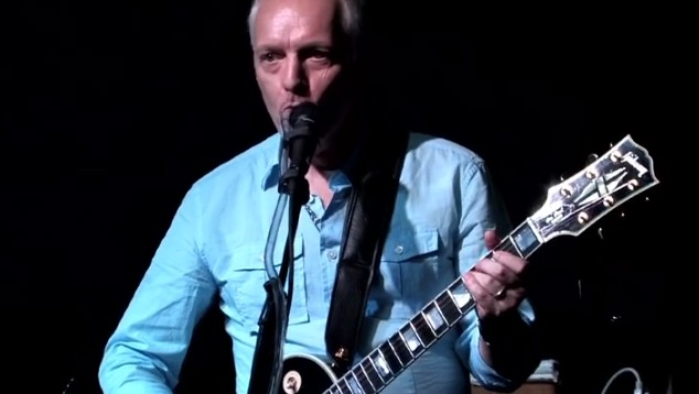 Peter Frampton aan het werk met de Talkbox - foto Guitar Center