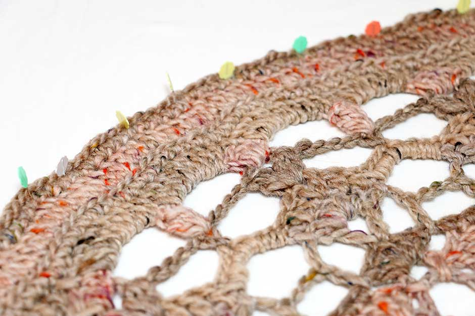 Poef doily gehaakt met Lang Yarns West Tweed