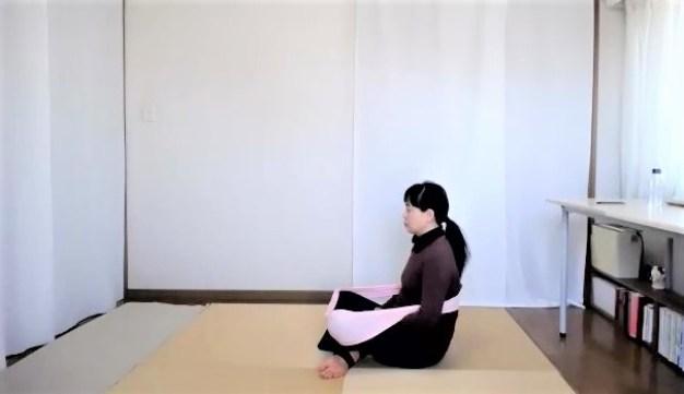 輪っかタオルを使って背中と腰を脱力させた呼吸法です
