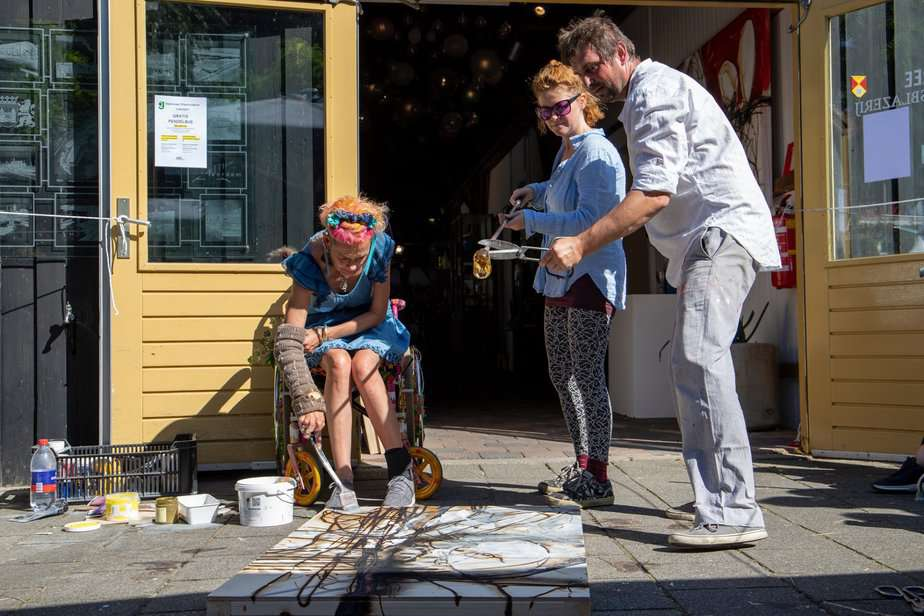 Hot Glass Painting Show with Maxi Pretorius (JAR)