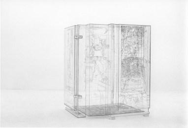 Pia Linz, Gehäusegravur: Atelier, 2002/03. Gravur auf Acrylglas, mit Tiefdruckfarbe getönt, 123 x 87,5 x 96 cm. Courtesy Institut für Auslandsbeziehungen, Stuttgart. Foto: Pia Linz© VG Bild-Kunst, Bonn 2015 (Hier: Abbildung eines vergleichbaren Werkes)