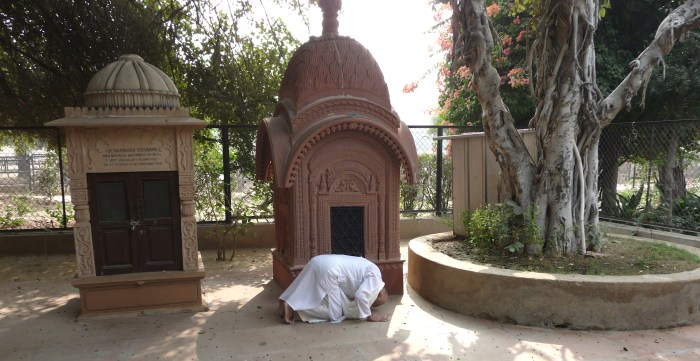 Devotee offering obeisances at Samadhi mandir