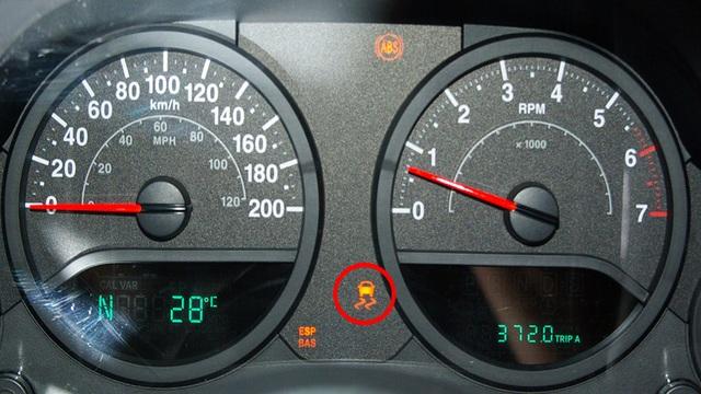 Jeep Wrangler JK 2007 to Present Why is ESP Light On | Jk-forum
