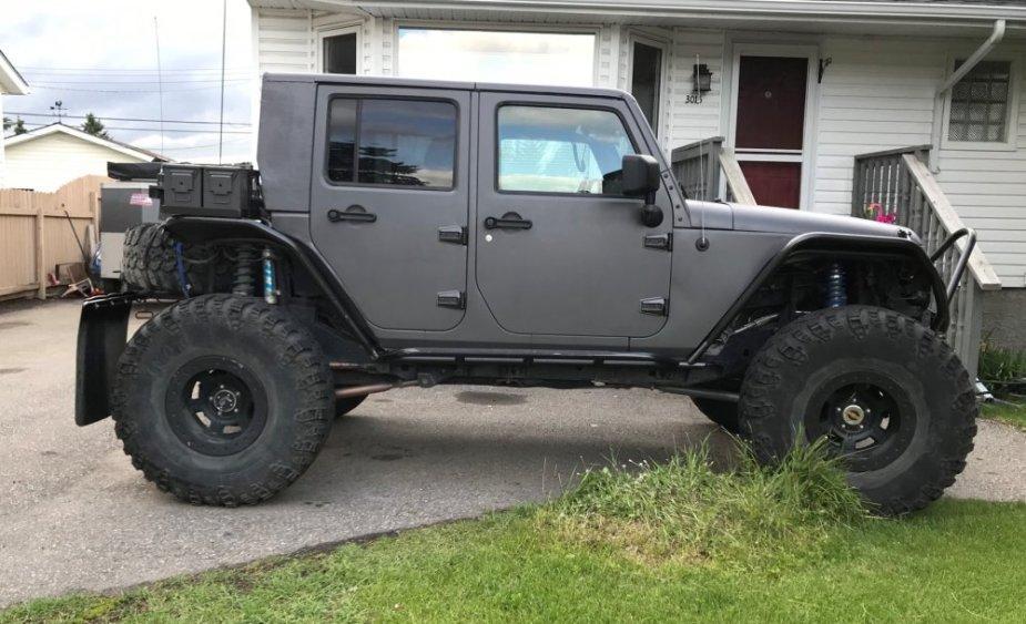 Jeep Wrangler Hemi >> Custom Jeep Wrangler Jku Is A Hemi Powered Off Road Beast