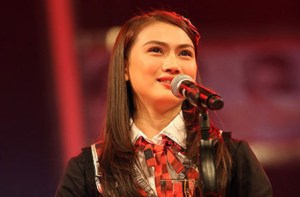 Melody, ranked first in the 2014 election, also JKT48's captain. Her dream is to become the Minister of Agriculture.