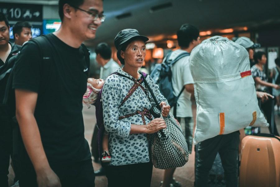Pekín - Campesina en la Estación de Tren