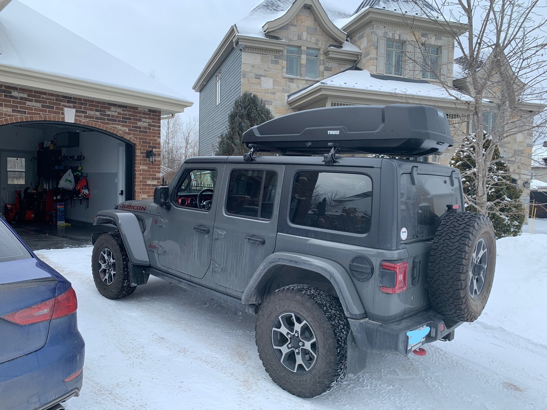 thule cargo box installed 2018 jeep