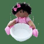 Boneca de Pano com Vestido de Bolinha na Cesta de Vime Sintético