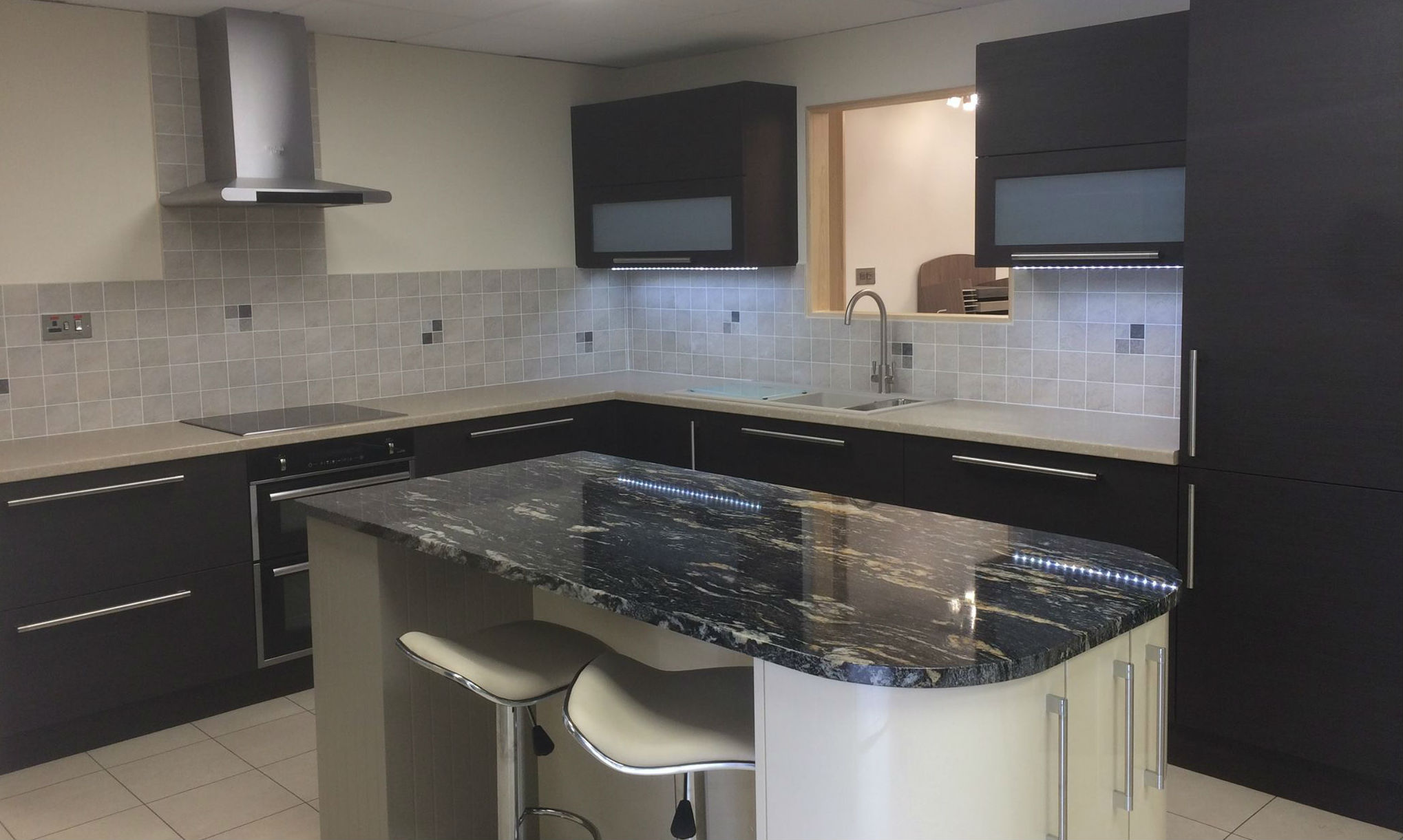 kitchen design bar height table and chairs fitted kitchens bristol bespoke installation by jmi