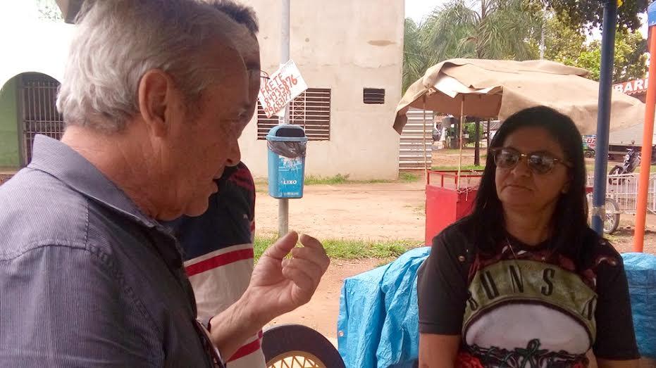 Hiram Gomes conversa com produtores. (Foto: Carlos Furtado)