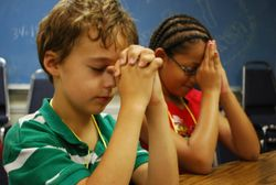criancas-orando