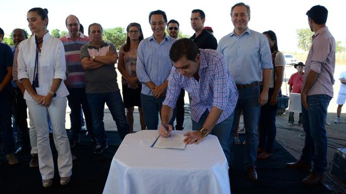 Ata de Instalação do Instituto Vinte de Maio é assinada em comemoração aos 27 anos de PalmasAta de Instalação do Instituto Vinte de Maio é assinada em comemoração aos 27 anos de Palmas
