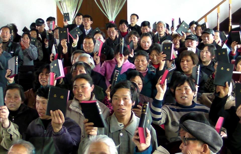 Cristãos do interior da China festejaram entrega de cópias das Escrituras pelas Sociedades Bíblicas Unidas