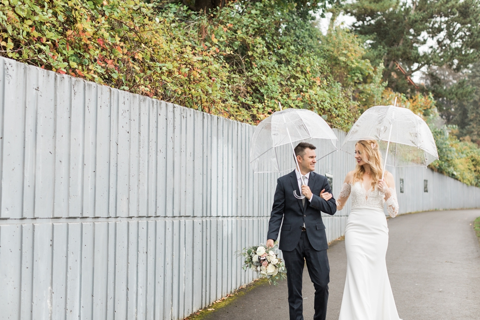 Photo of bride and groom holding umbrellas at an intimate wedding at Belle Chapel in Snohomish, a wedding venue near Seattle. | Joanna Monger Photography | Snohomish & Seattle Photographer