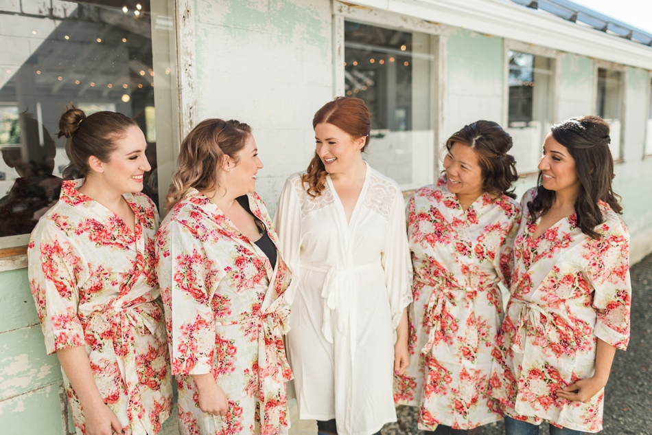 Bridal party picture at Snohomish Wedding Venue Dairyland Barn Photos near Seattle | Joanna Monger Photography