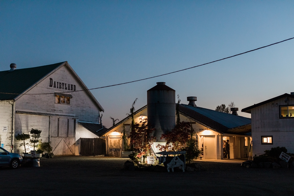 Snohomish Wedding Venue Dairyland Barn at sunset near Seattle | Joanna Monger Photography
