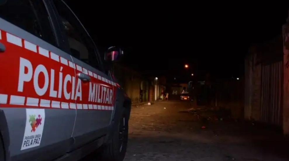 POLICIA MILITAR PRENDE INDIVÍDUO ÉM FLAGRANTE LOGO APÓS ESFAQUEAR O TIO NA CIDADE DE POMBAL