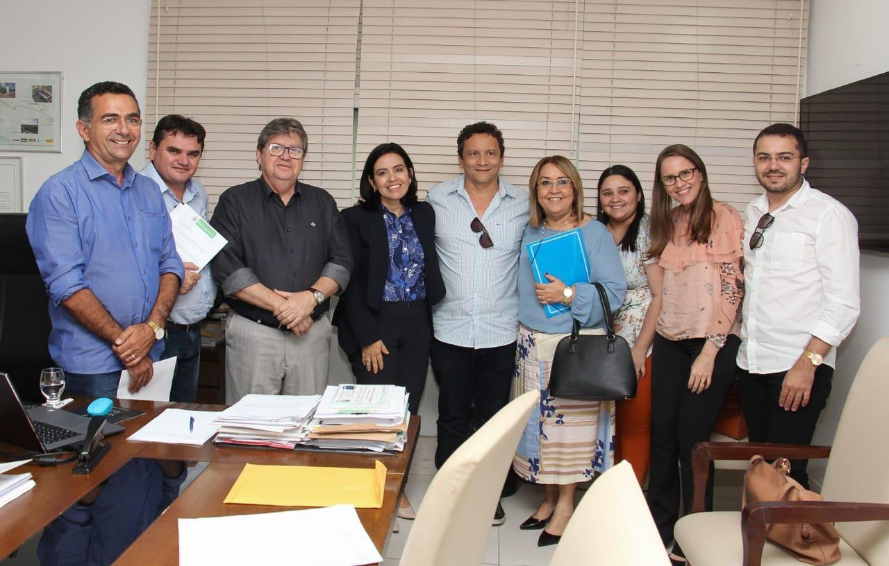 Pollyanna Dutra reúne prefeitos e leva pleitos do Sertão para o Governador João AzevedoReunião aconteceu na tarde desta quinta-feira (18), na Granja Santana
