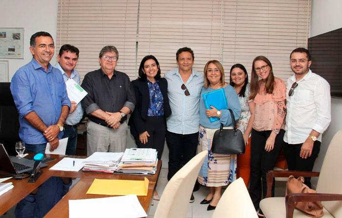 Pollyanna Dutra reúne prefeitos e leva pleitos do Sertão para o Governador João Azevedo Reunião aconteceu na tarde desta quinta-feira (18), na Granja Santana