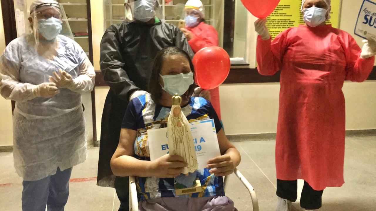 Professora vence a covid-19 e recebe alta no Hospital Regional de Pombal