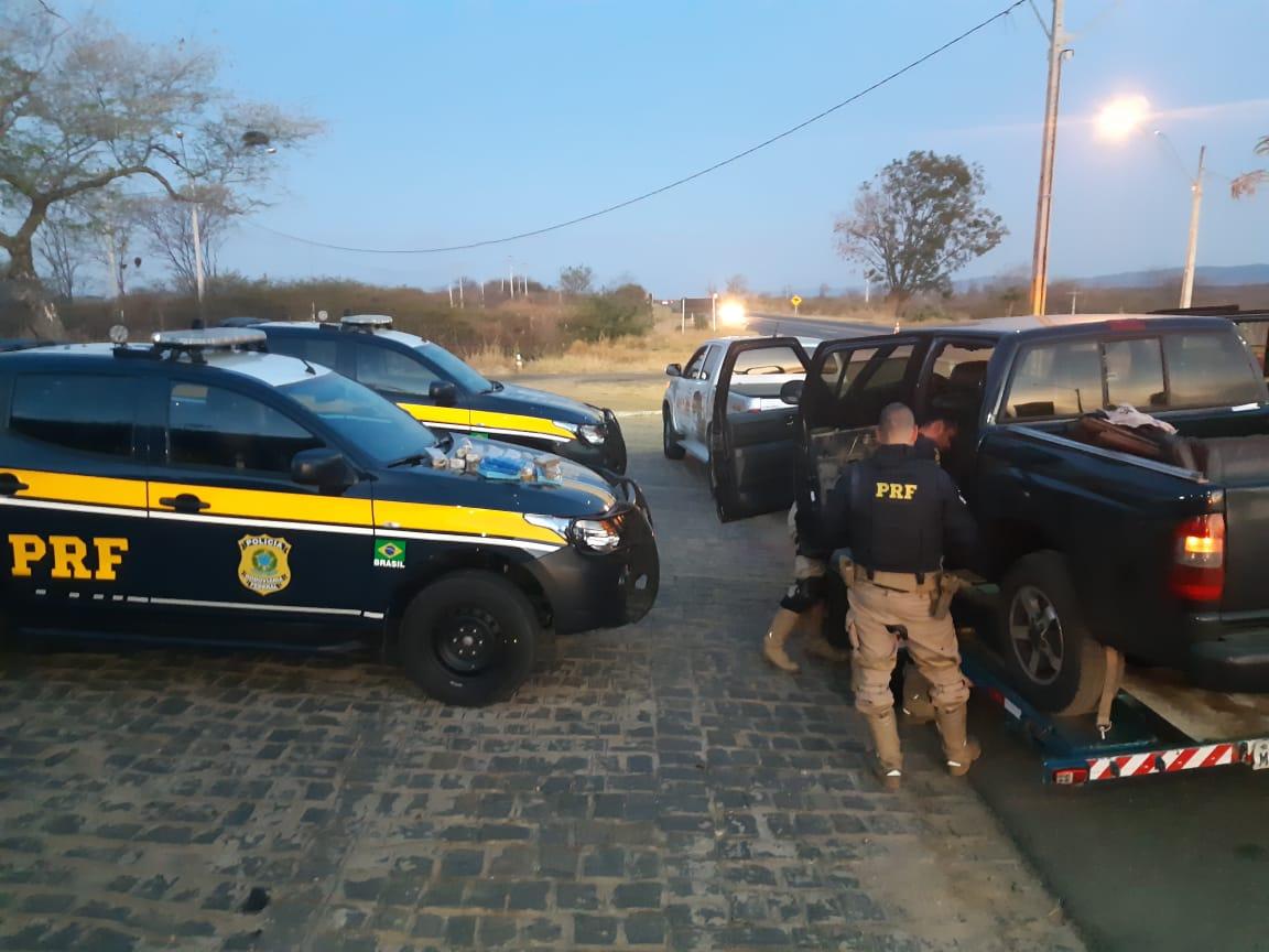 Casal é preso pela PRF transportando 12kg de maconha e 4kg de cocaína no sertão paraibano