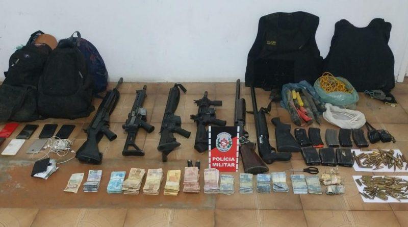Polícia Militar localiza quadrilha que explodiu banco do sertão da Paraíba, apreende arsenal do crime e recupera mais de 28 mil reais