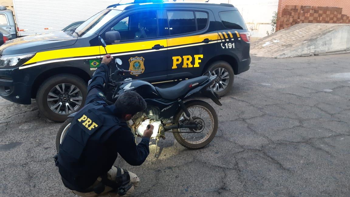 PRF-PB recupera motocicleta roubada no Sertão da Paraíba.