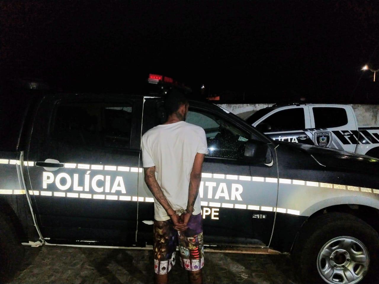POLÍCIA MILITAR INTERCEPTA E PRENDE FORAGIDO DA JUSTIÇA